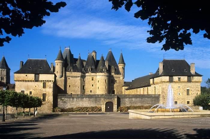 Château de Jumilhac vue de la place