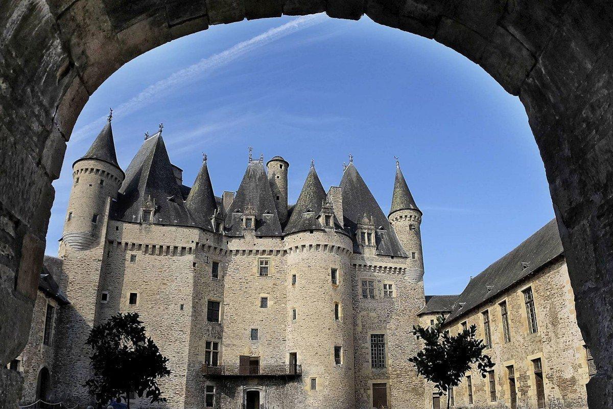Château de Jumilhac vue du porche