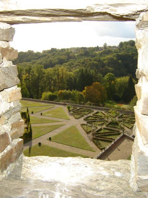 jardins du chateau de Jumilhac depuis les toitures