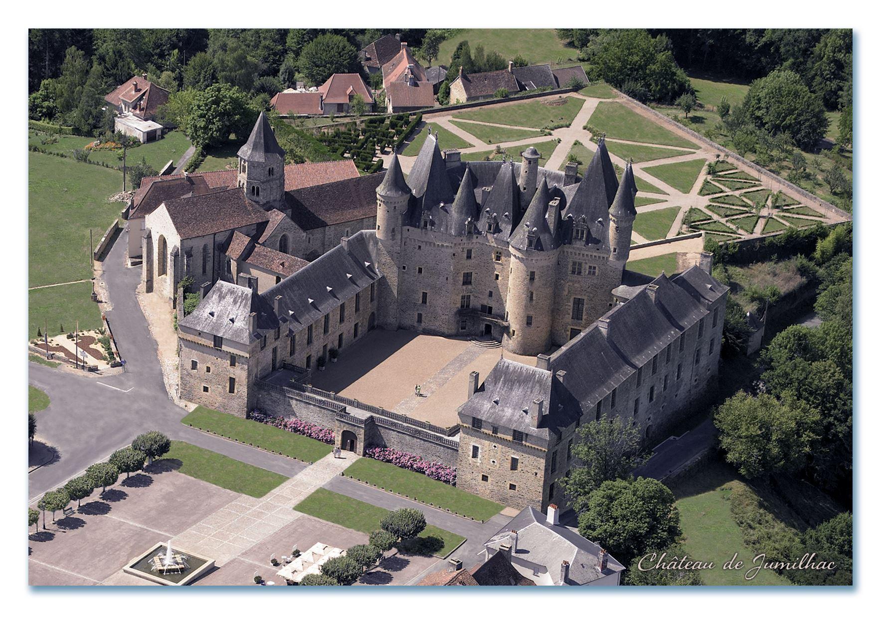 Château de Jumilhac vu aérienne